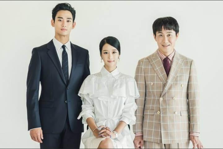 Baju kerja Korea ala drama It is Okay to Not be Okay - baju putih untuk foto keluarga