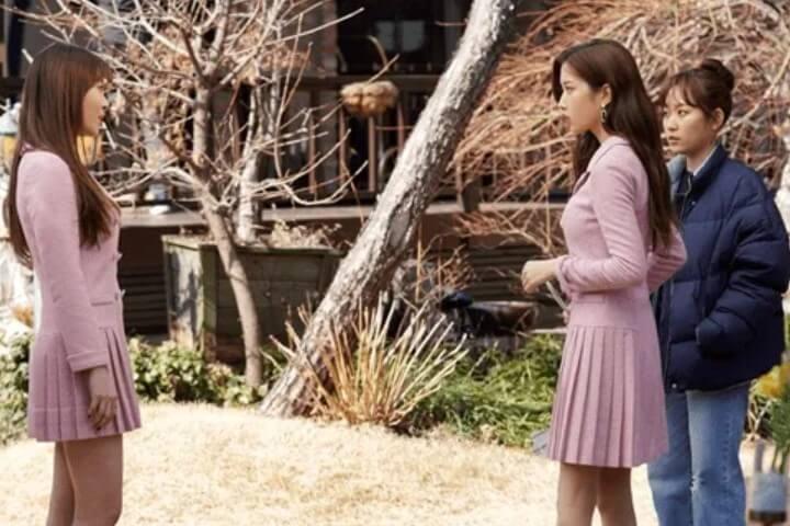 Baju kerja ala Korea di drama Find me in Your Memory - setelan pink paster dengan rok wiru