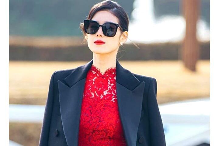 Baju kerja wanita di drama King Eternal Monarch - Outfit PM Koo